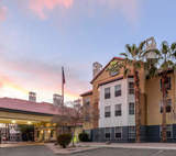 Two Arizona Hilton Hotels Complete Full-Scale Property-Wide Renovations